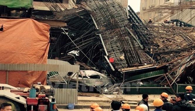 Hiện trường vụ sập giàn giáo tại công trường đường sắt đô thị Cát Linh-Hà Đông. Ảnh: Sơn Bách/Vietnam+.