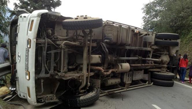 Chiếc xe tải bị lật