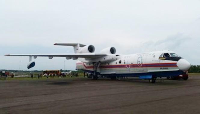 hiếc Beriev Be- 200 hạ cánh để tham gia công tác tìm kiếm.