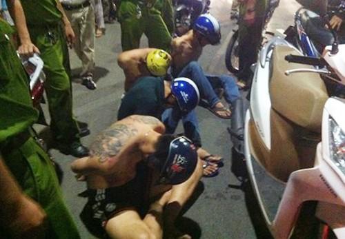 Nhóm thanh niên đập phá khách sạn bị cảnh sát nổ súng khống chế. Ảnh: PL TP HCM.