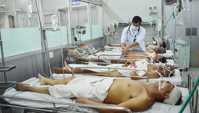 Các bệnh nhân đang cấp cứu tại bệnh viện Chợ Rẫy TPHCM ngày 4/1. Ảnh: Đông Sơn.