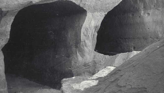 Cơ sở ngầm nghi là xưởng vũ khí hạt nhân của phát xít Đức nằm kế bên nhà máy B8 Bergkristall dưới lòng đất, sản xuất tiêm kích phản lực đầu tiên của phát xít Đức. Ảnh: Lối vào cơ sở ngầm B8 Bergkristall. Ảnh: Wikicommons.