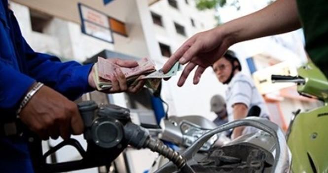 Giá xăng tiếp tục giảm 310 đồng/lít.