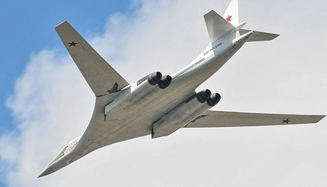 Máy bay ném bom chiến lược Tu-160.
