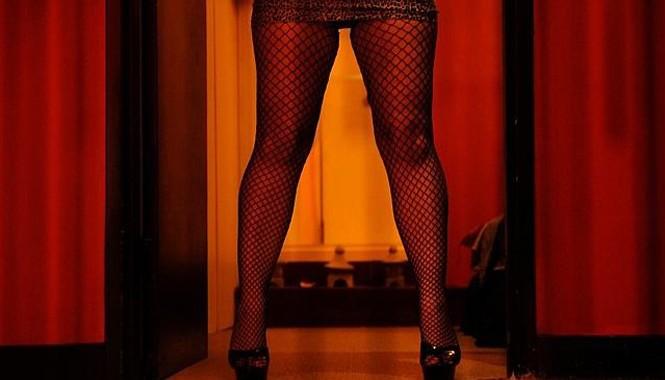 Công nghiệp tình dục được núp sau hoạt động tội phạm như buôn người. Nguồn: Telegraph.