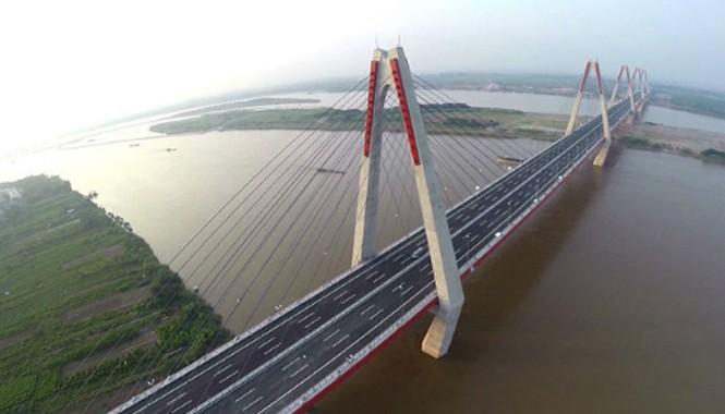 Người dân sẽ được tạo điều kiện thăm quan cây cầu dây văng đầu tiên bắc qua sông Hồng.. Ảnh:  Giang Huy.