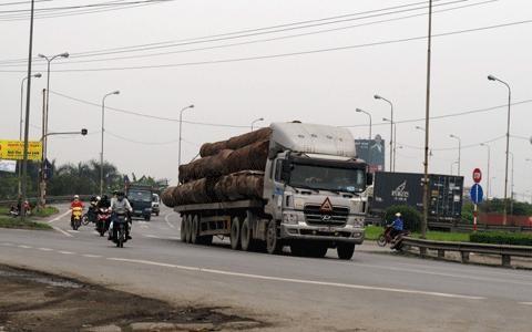 Nhiều địa phương cam kết trong năm 2015 tình trạng xe quá tải sẽ giảm.