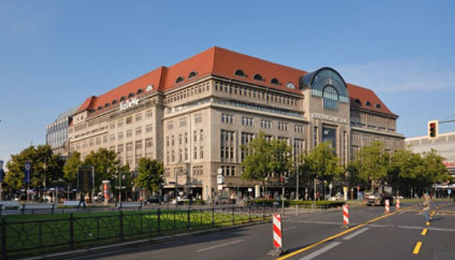 Quần thể thương mại KaDeWe đồ sộ ngay trung tâm Berlin.