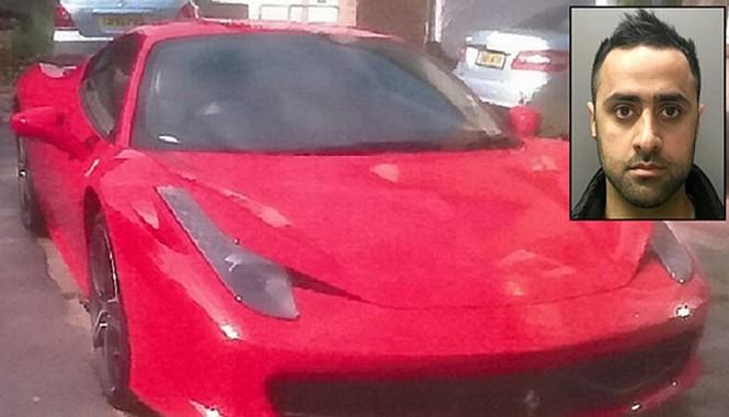 """Chiếc Ferrari 458 Italia """"xui xẻo"""" của Osman Iqbal."""