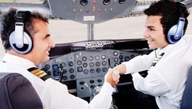 Chi phí đào tạo một phi công có thể lên tới 200.000 USD (tương đương 4,2 tỷ đồng) tùy thuộc vào quá trình đào tạo.
