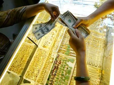 Giá vàng quay đầu giảm sáng nay bất chấp việc thị trường quốc tế đi ngang.
