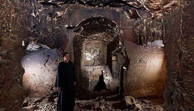 Cận cảnh bên trong mộ cổ của thần Osiris.