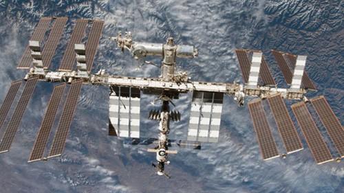 Trạm Vũ trụ Quốc tế (ISS) nhìn từ tàu con thoi Endeavour. Ảnh: Reuters.