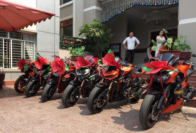 Một đám cưới diễn ra vào dịp cuối tuần tại Biên Hòa đã quy tụ những người chơi xe thuộc câu lạc bộ Motor Sport Z1000 tham gia đón dâu.