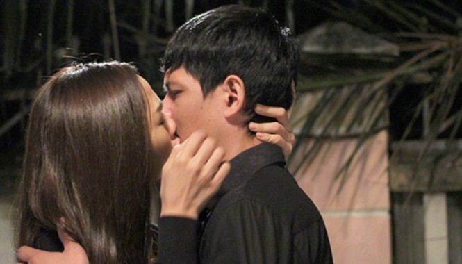 Bình Minh và Kim Cương hôn nhau say đắm trong phim.