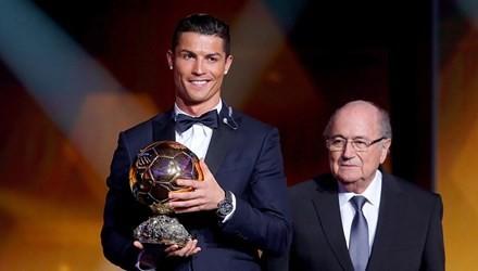 Ronaldo lần thứ 2 liên tiếp đoạt danh hiệu Quả bóng vàng FIFA.