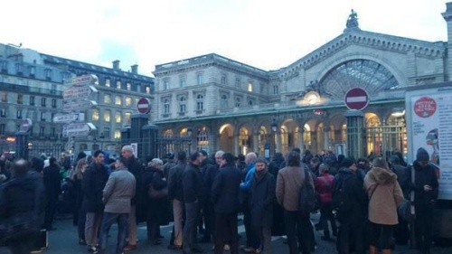 Ga tàu Gare de l'Est sơ tán vì bị dọa bom. Ảnh: Twitter