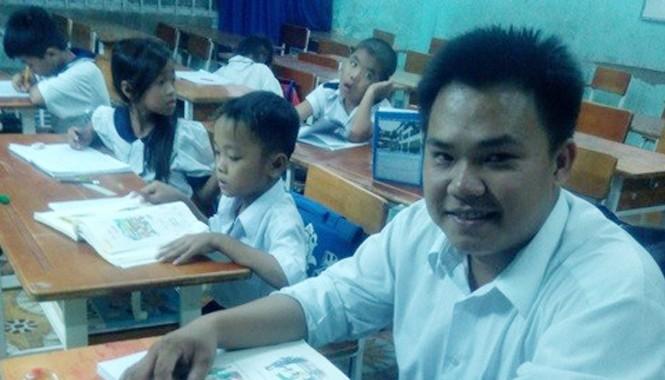 Hoàng Anh cùng... bạn bè trong lớp học.