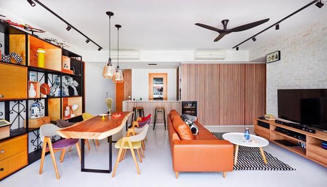 Ngôi nhà được thiết kế theo phong cách rustic chic với vẻ đẹp thô mộc, tự nhiên. Dù có thiết kế hiện đại nhưng nhiều món đồ vẫn giữ được đường nét tự nhiên và có màu sắc ấm áp.