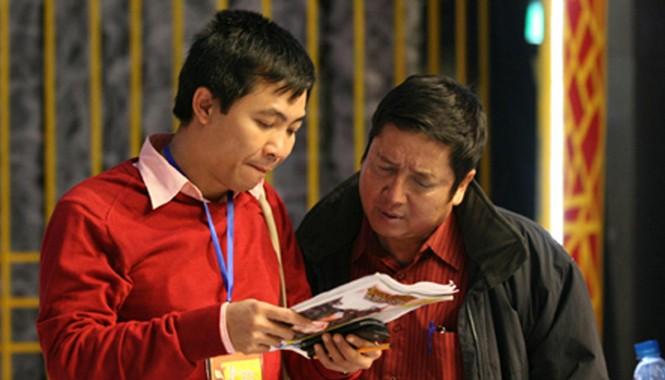 Tổng đạo diễn chương trình Táo quân- NSƯT Đỗ Thanh Hải trong quá trình tập với NSƯT Chí Trung.