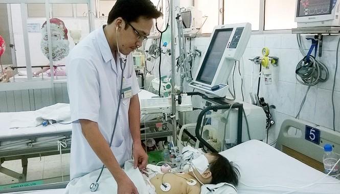 Bé Lê Nguyễn Nguyệt C. vẫn đang được điều trị tại Bệnh viện Nhi Đồng Nai.