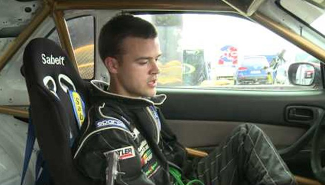Meet Ostalovski Bartos trong khoang lái chiếc Nissan Skyline GT-T. Ảnh: Youtube.