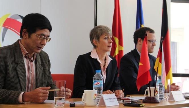 Đại sứ Đức tại Việt Nam, bà Jutta Gisela Frasch phát biểu tại buổi họp báo. Ảnh: Đại sứ quán Đức.