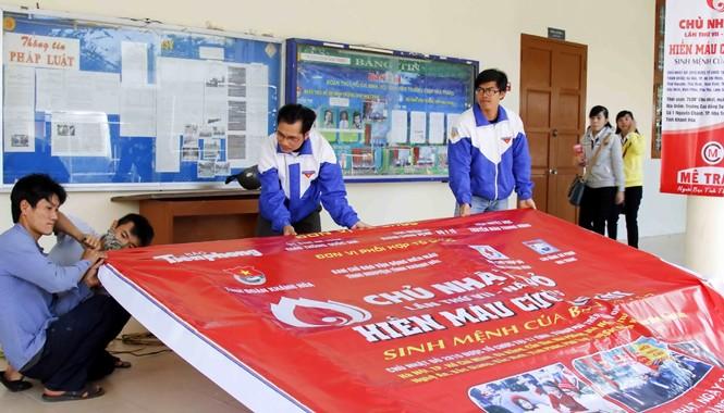 Các tình nguyện viên đang hoàn tất mọi công tác chuẩn bị cho Chủ nhật Đỏ đầu tiên tại Khánh Hòa.