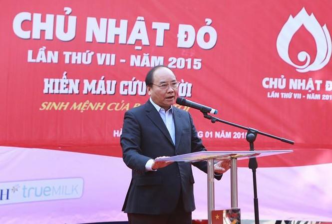 Ủy viên Bộ Chính trị, Phó Thủ tướng Chính phủ Nguyễn Xuân Phúc, Chủ tịch Ủy ban An toàn giao thông Quốc gia, phát biểu tại lễ khai mạc Chủ nhật Đỏ lần thứ 7. Ảnh: Như Ý