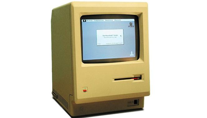 Chiếc máy Apple Macintosh đầu tiên ra đời vào năm 1984 có giá 2.495 USD.