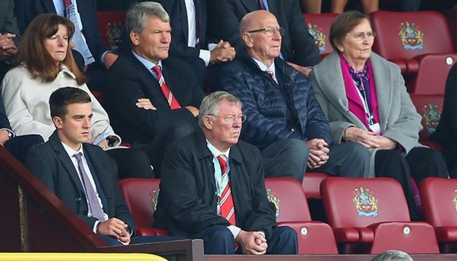 Ferguson dù giải nghệ vẫn kiếm 100.000 bảng một ngày.