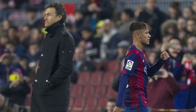 Neymar không hài lòng với cách dùng người của Enrique.