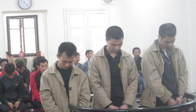 Ba tên cướp tại phiên xét xử. Ảnh: Đ.M.