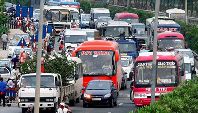 Thủ tướng yêu cầu Bộ Tài chính nghiên cứu việc đưa giá cước vận tải vào diện bình ổn giá. Ảnh: Hồng Vĩnh.