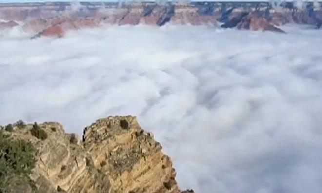 Hiện tượng mây đảo ngược hiếm ở Mỹ