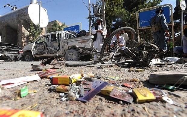 Hiện trường một vụ đánh bom tại khu chợ ở Afghanistan. Nguồn: Telegraph.