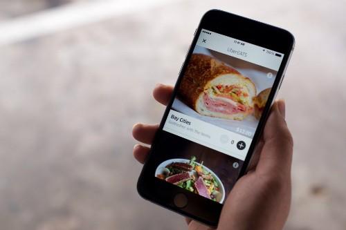 Uber Nhật Bản vừa mở thêm dịch vụ chuyển đồ ăn để chống chọi khó khăn.