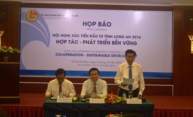 Họp báo về Hội nghị xúc tiến đầu tư của tỉnh Long An sáng 6/10.