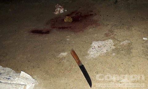 Con dao gây án của Tuấn tại hiện trường. Ảnh: Lê Huân.