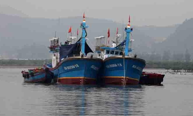 Cặp tàu cá vỏ thép nghị định 67 của ngư dân Cửa Lò đã đi vào hoạt động ổn định trên vùng biển Nghệ An. Ảnh Việt Hương.