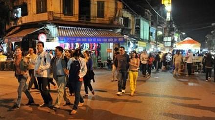 Phố đi bộ trong khu phố cổ Hà Nội.
