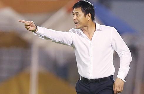 HLV Hữu Thắng hài lòng với kết quả hoà 2-2 trước Indonesia. Ảnh: Đức Đồng.