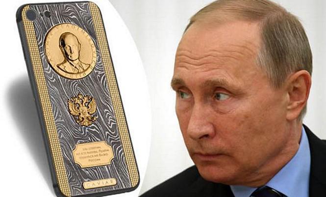 Tổng thống Nga Vladimir Putin được tặng điện thoại iPhone 7 độc đáo.