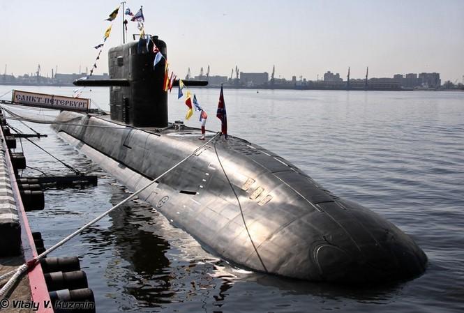 Tàu ngầm phi hạt nhân lớp Lada dự định thay thế Kilo nhưng bất thành. Ảnh: Vitaly V.Kuzmin.