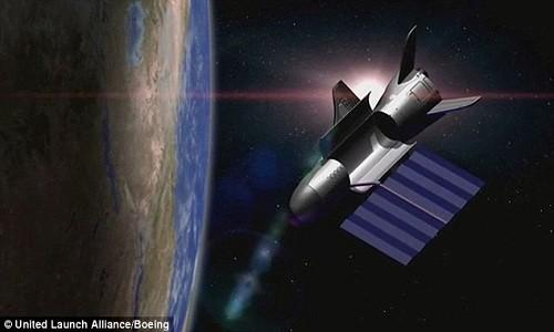 Đồ họa mô phỏng máy bay X-37B bay vòng quanh Trái Đất. Ảnh: Boeing.