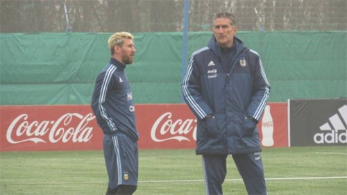 Messi và HLV Bauza đang gặp dư luận lùm xùm sau thất bại của đội tuyển.