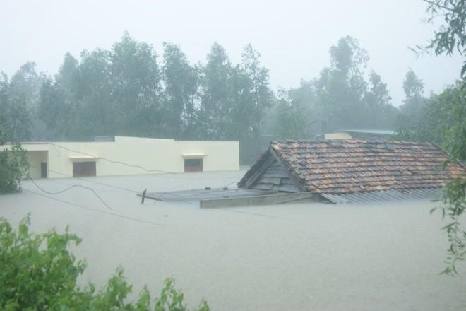 Hai ngày qua, áp thấp nhiệt đới đi vào đất liền gây mưa to đến rất to tại Quảng Bình, tổng lượng mưa phổ biến 400-500 mm, một số nơi hơn 500 mm.