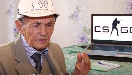 Cụ ông 71 tuổi chơi game bắn súng thành thạo