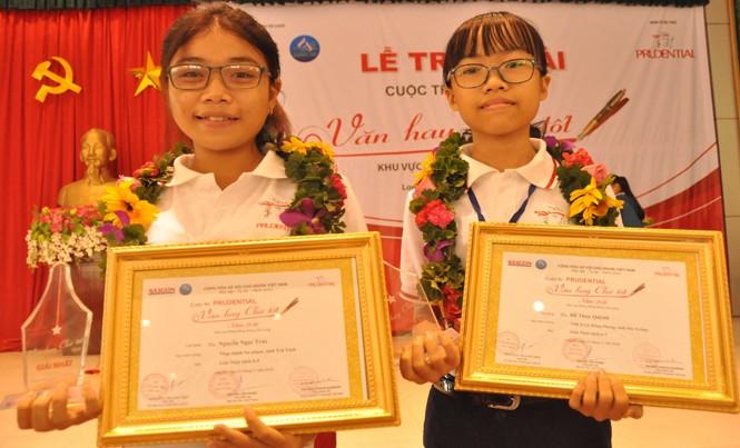 Hai thí sinh đoạt giải nhất cuộc thi Văn hay chữ tốt ĐBSCL năm 2016.