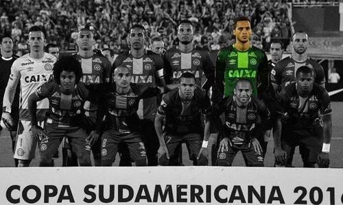 Neto là cầu thủ duy nhất còn sống trong đội hình xuất phát của Chapecoense ở trận lượt về bán kết Copa Sudamericana. Ảnh: AFP.